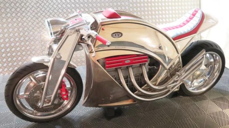 Levis-V6-Café-Racer-motor
