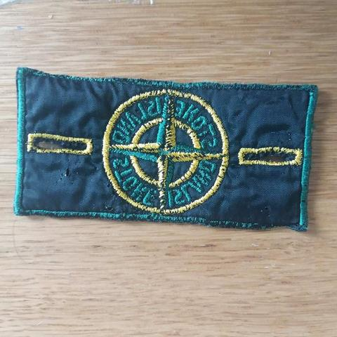 achterkant-stone-island-vintage-badge