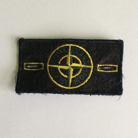 neppe-moderne-stone-island-badge