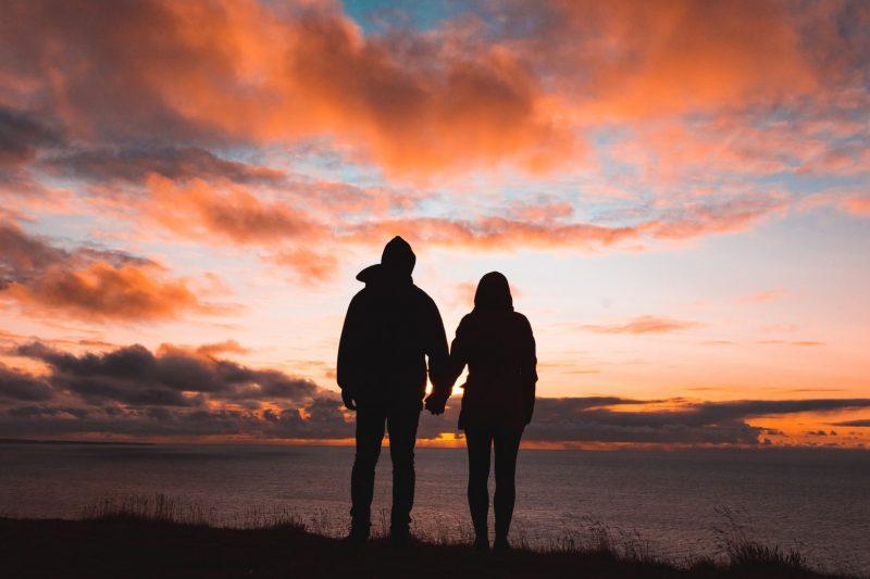 relatie-man-vrouw-hand-in-hand
