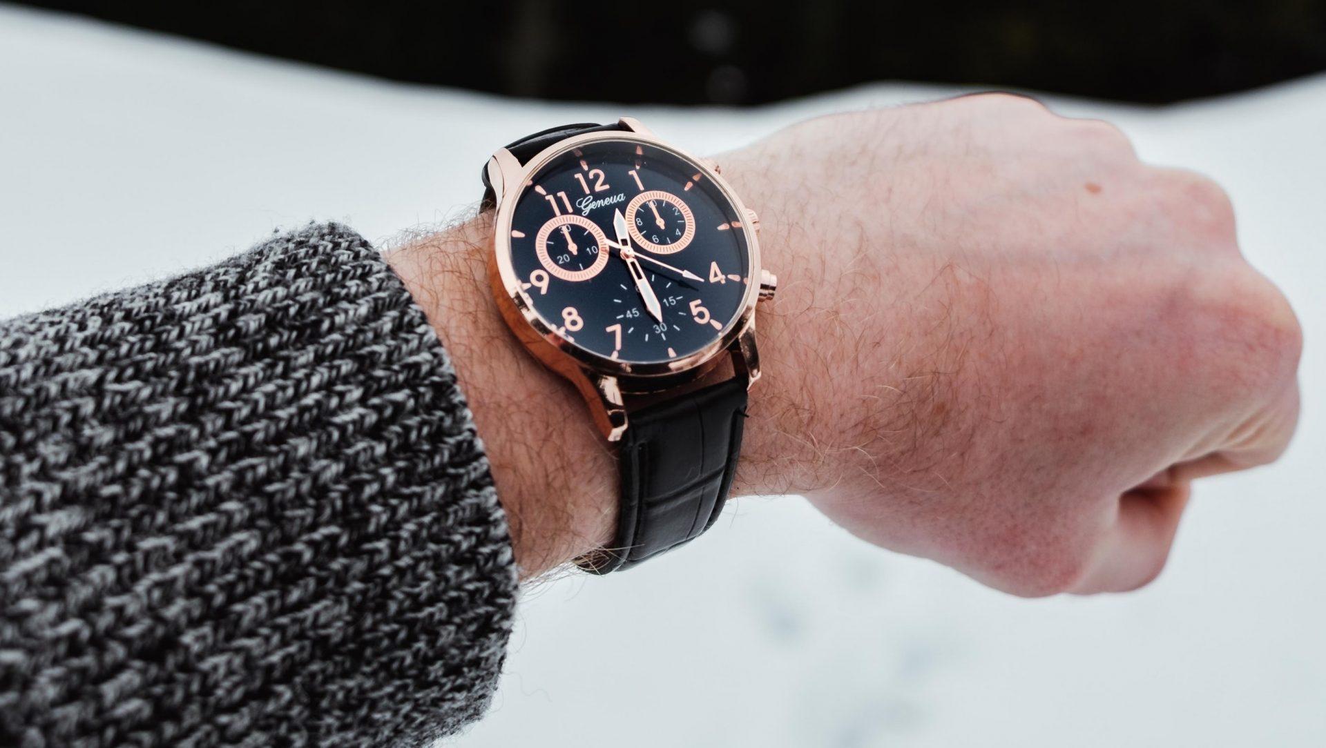 roze-horloge-zwart