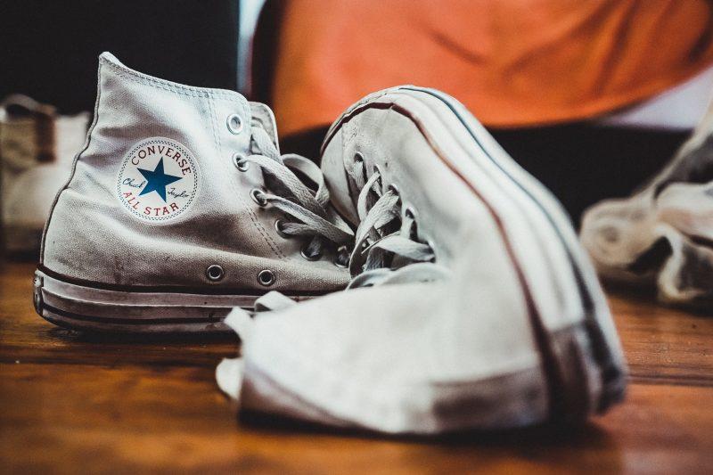 witte-vieze-converse-schoenen