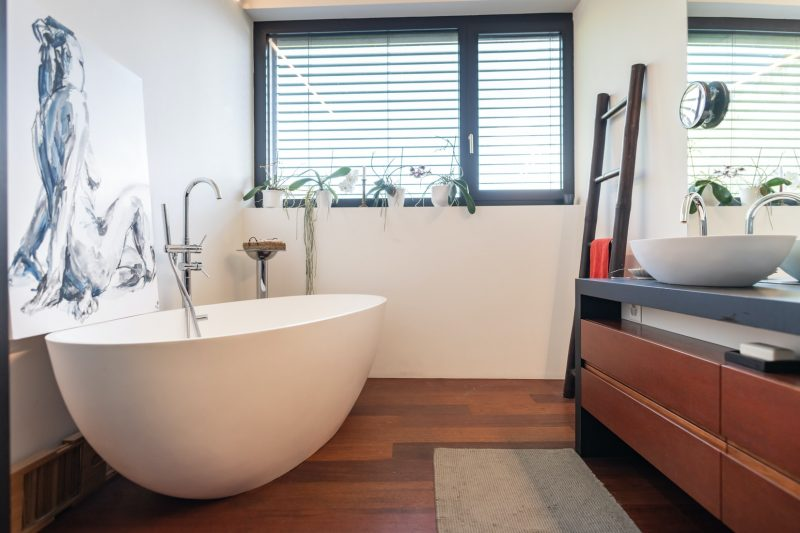 moderne-houten-badkamer