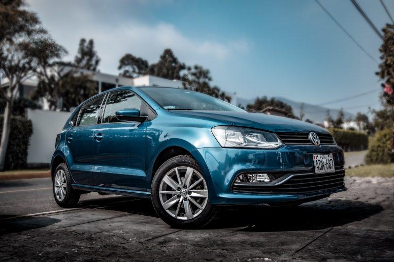 volkswagen-polo-auto-blauw