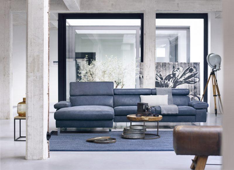 blauwe-bank-modern-woonkamer