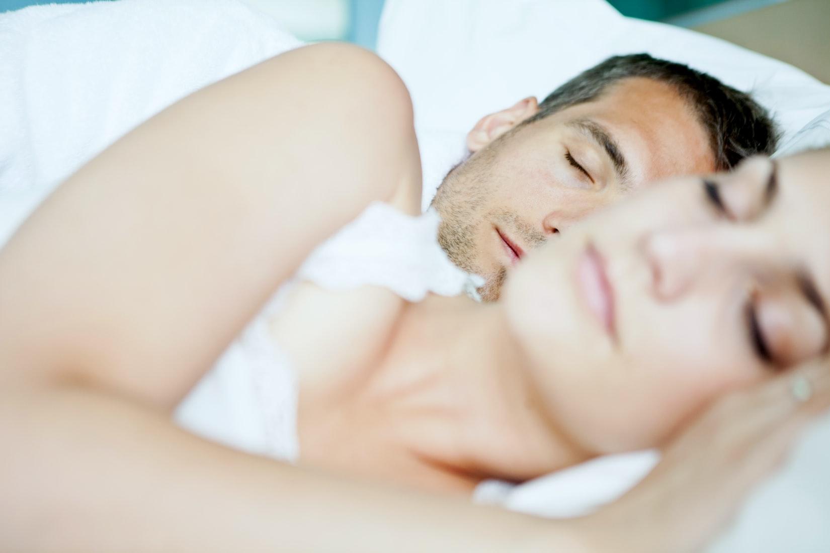 slapen-man-met-vrouw