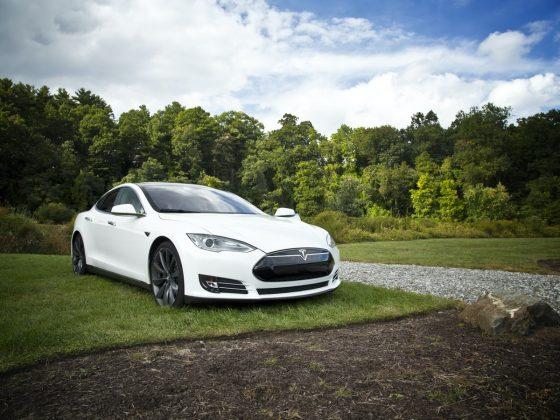witte-tesla-elektrische-auto