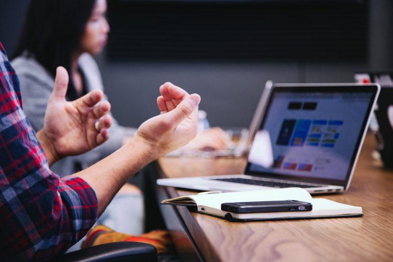 website-laptop-vergadering