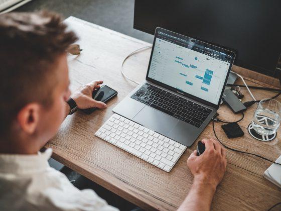 bureau-laptop-man-werken