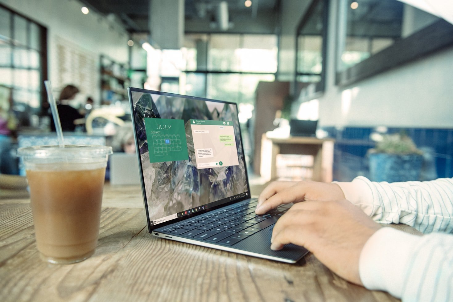 laptop-werken-ijs-koffie